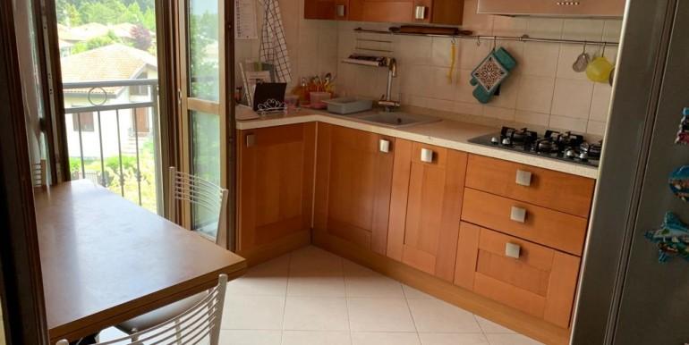 Cucina 5 vista balcone