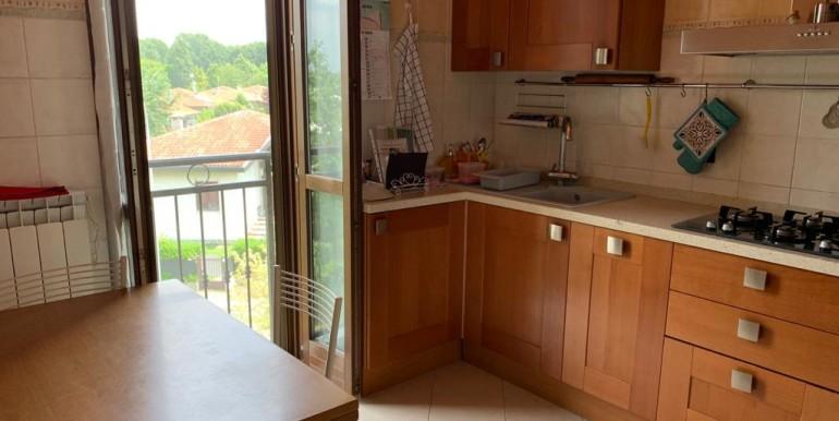 cucina 2 vista balcone